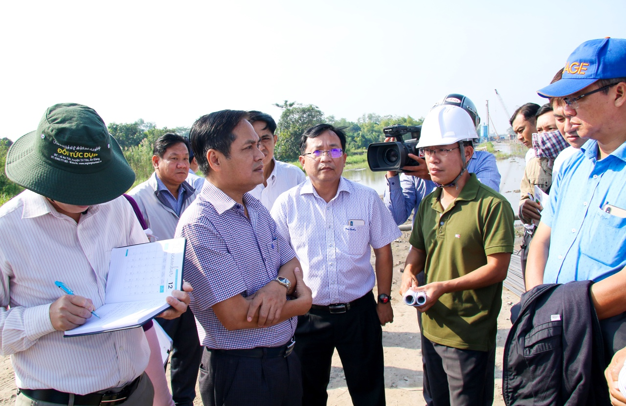 Can Tho leaders inspect and urge the progress of key projects