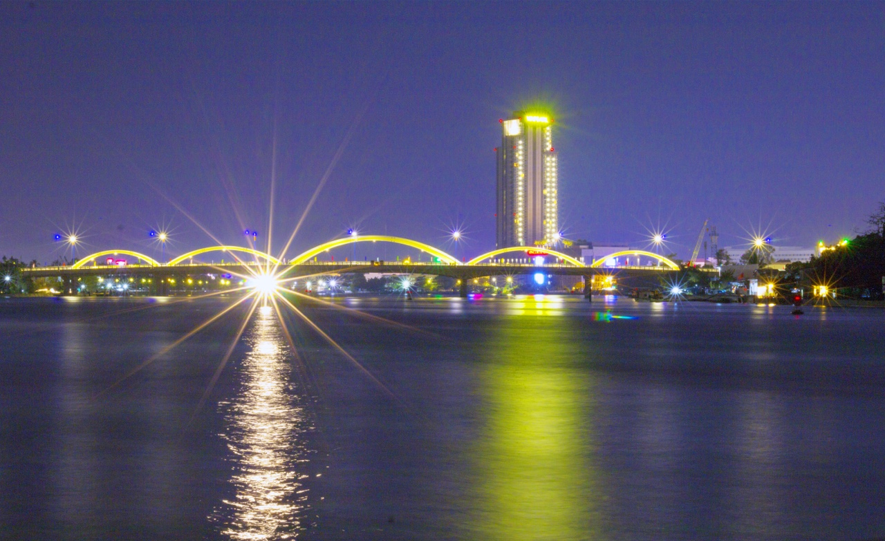 "Quang Trung Bridge - ""gateway"" to Can Tho city before traffic opening time"