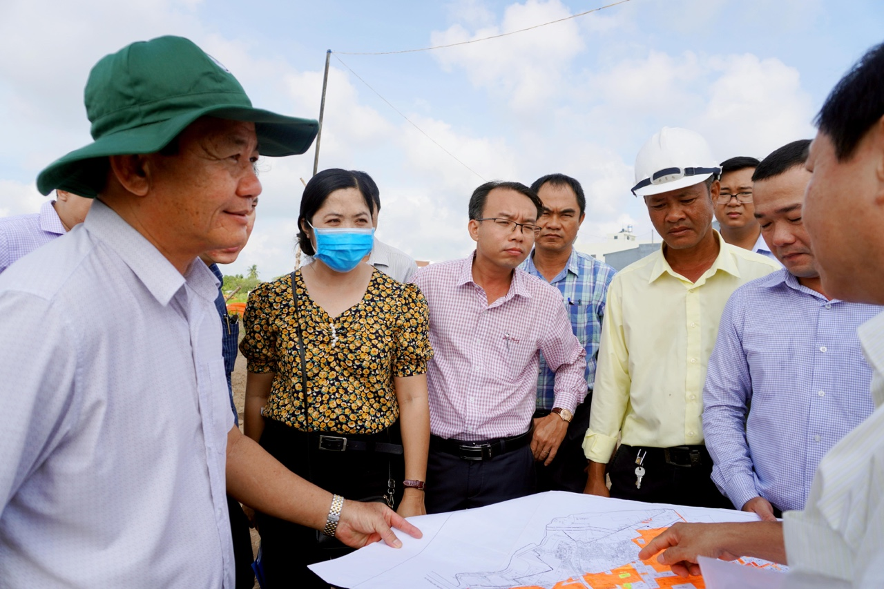 City leaders: Check the works of Hoang Quoc Viet road and An Binh Resettlement Area